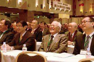 08_鈴木会長の話で笑う人たち